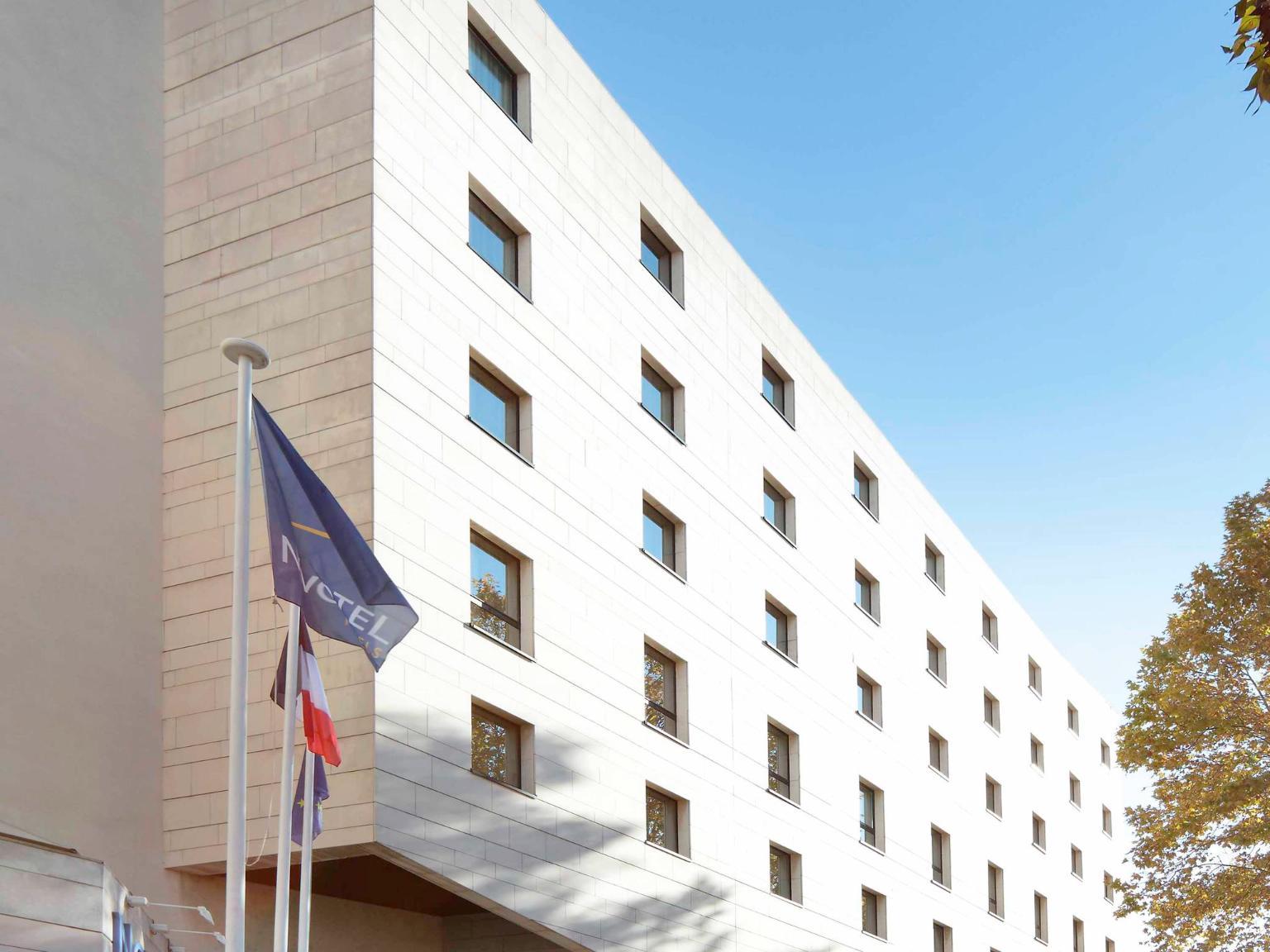 Novotel atria n mes centre h tel 5 boulevard de prague for Centre claude robillard horaire piscine