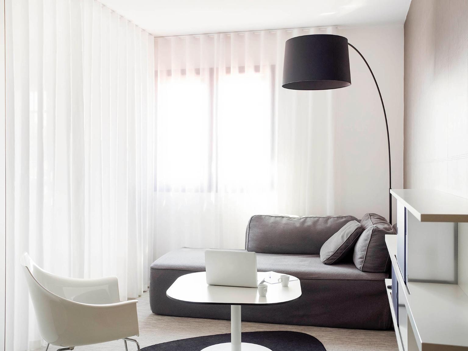 novotel suites perpignan m diterran e h tel espace mediterranee 34 avenue general leclerc. Black Bedroom Furniture Sets. Home Design Ideas