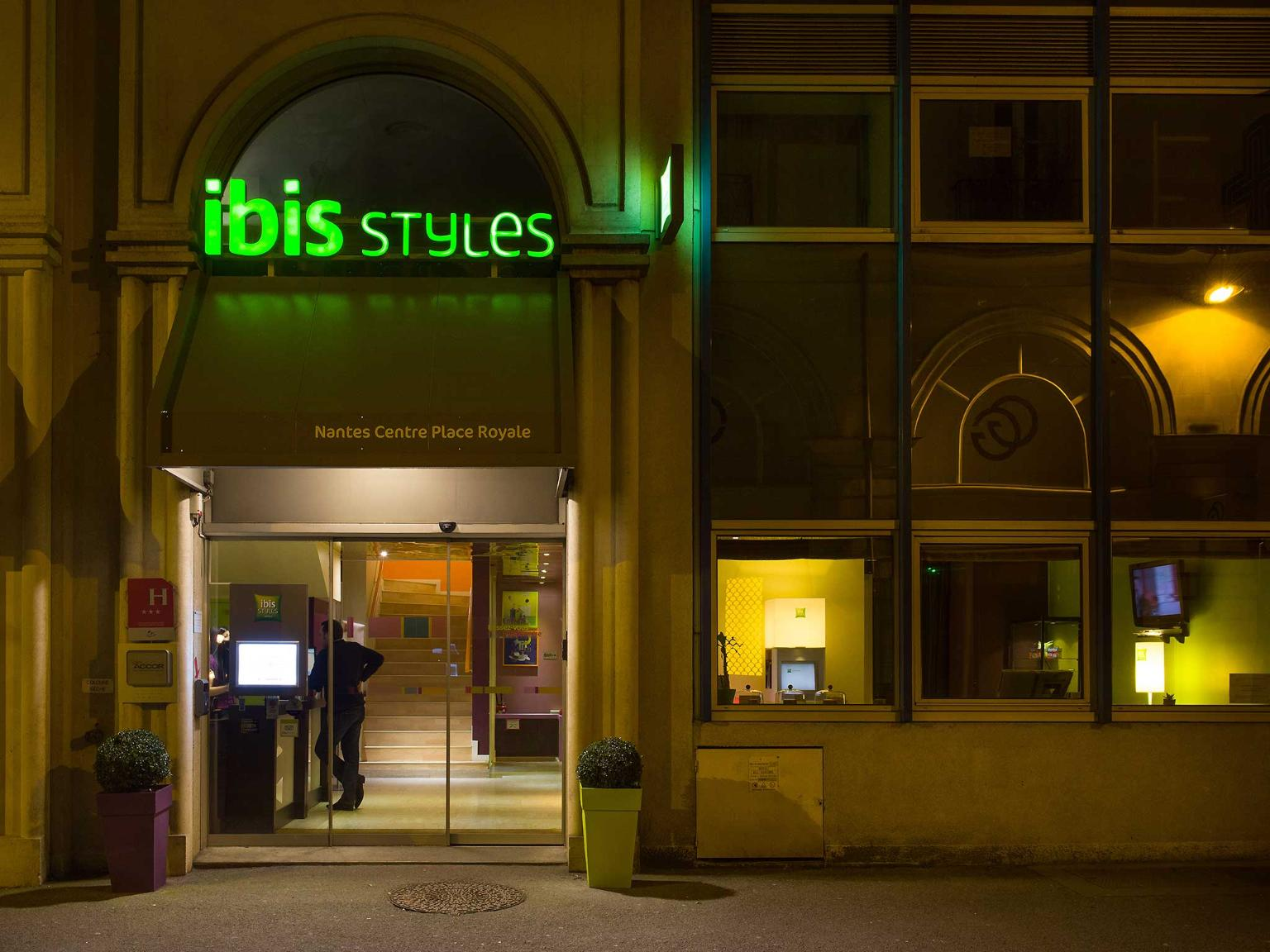 ibis styles nantes centre place royale h tel 3 rue couedic 44000 nantes adresse horaire. Black Bedroom Furniture Sets. Home Design Ideas
