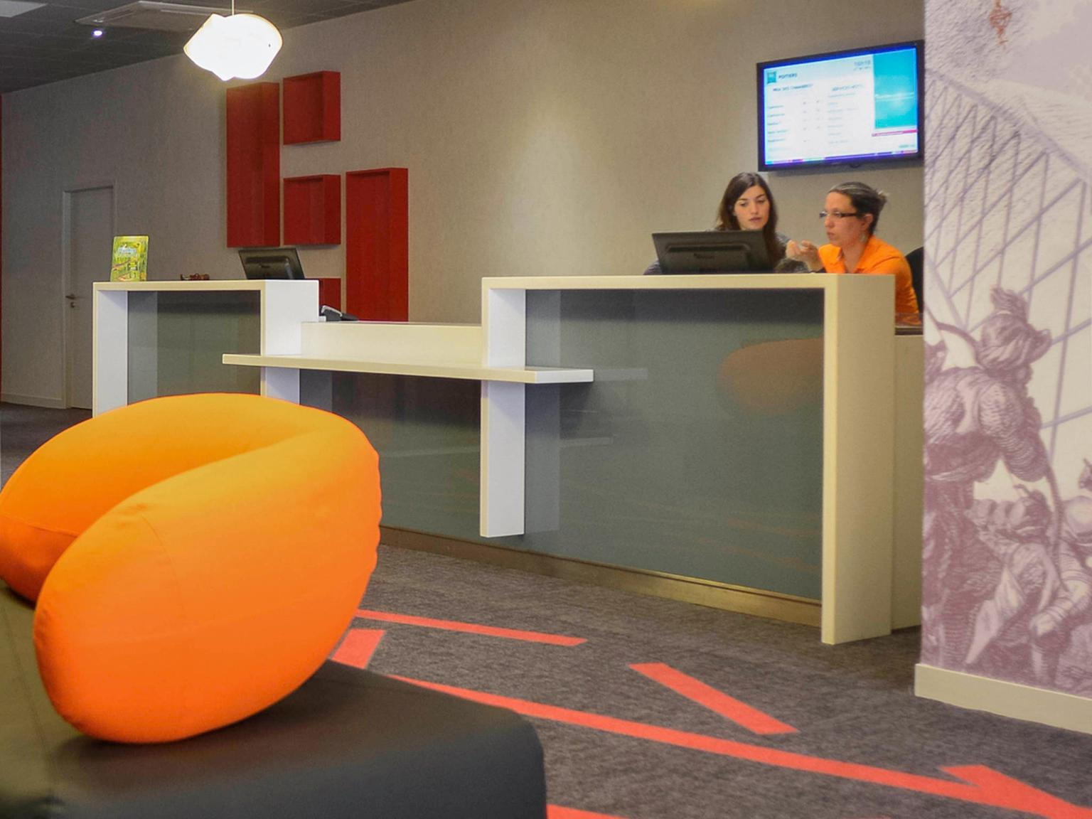 Ibis styles poitiers centre h tel 7 rue victor hugo for Hotel design poitiers