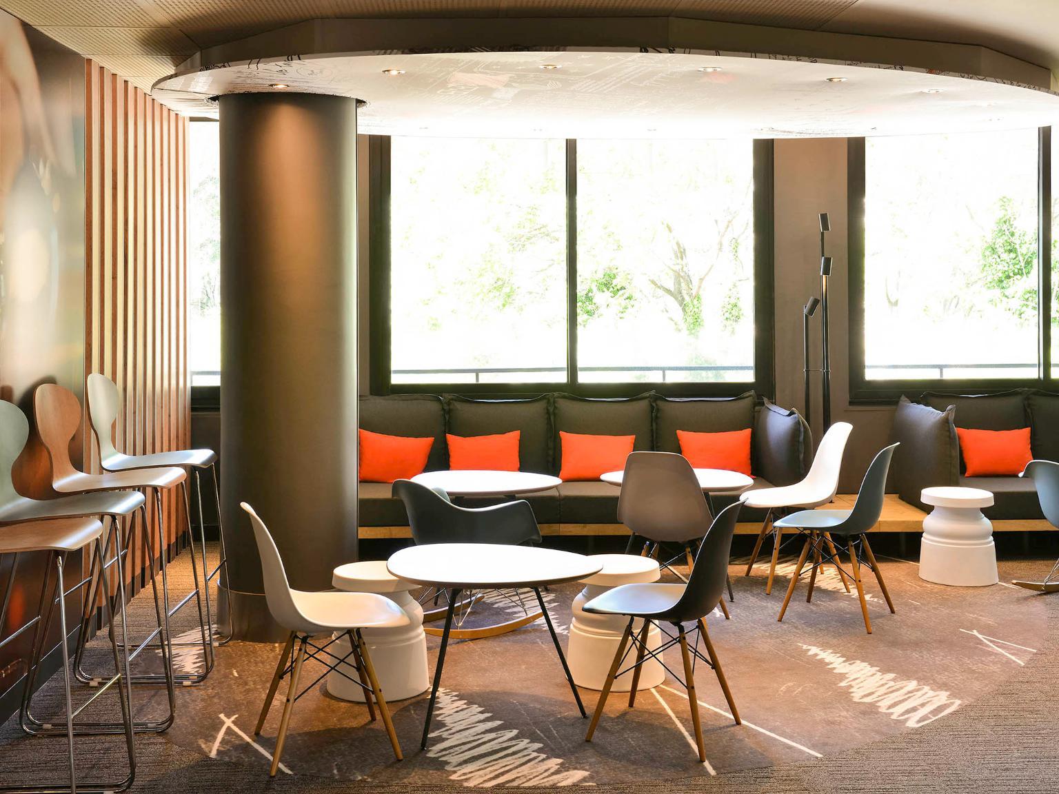 Ibis avignon centre gare h tel 42 boulevard saint roch for Au saint roch hotel et jardin
