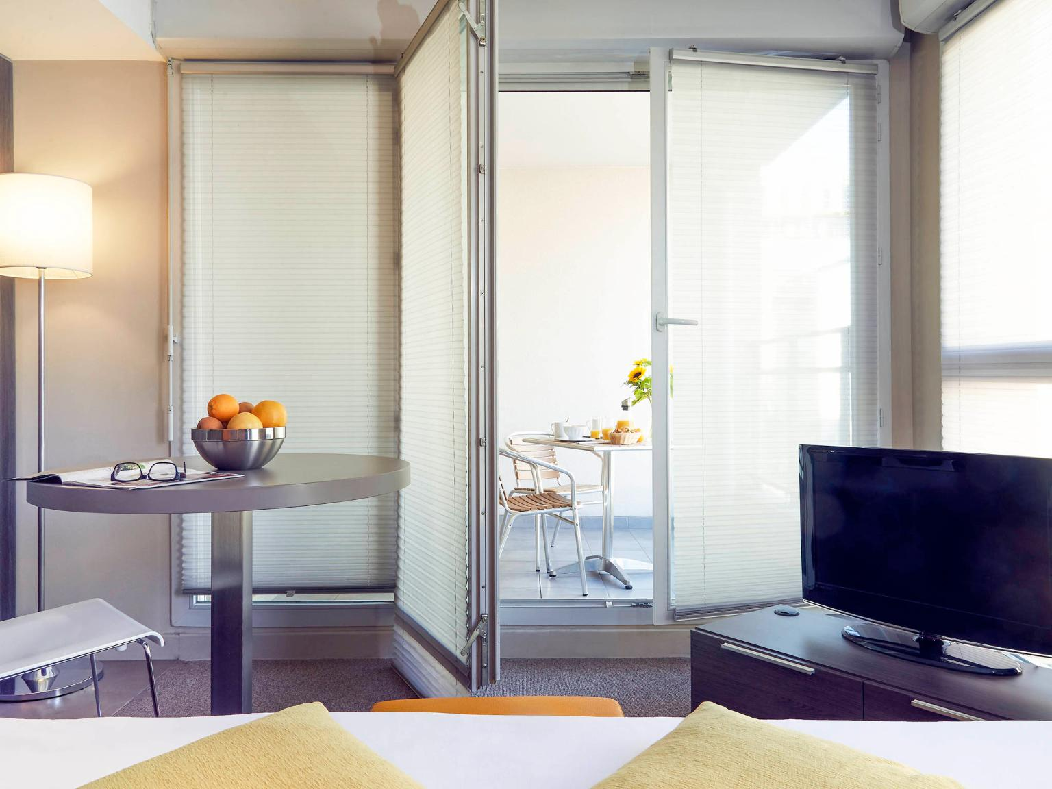 aparthotel adagio marseille vieux port h 244 tel 30 rue jean trinquet 13001 marseille adresse