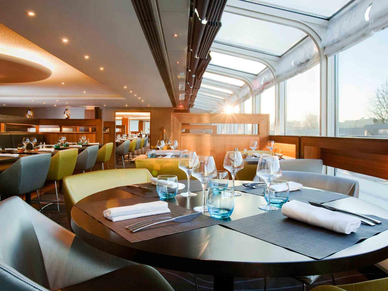 Novotel paris centre tour eiffel h tel 61 quai de - Hotel novotel tour eiffel piscine ...