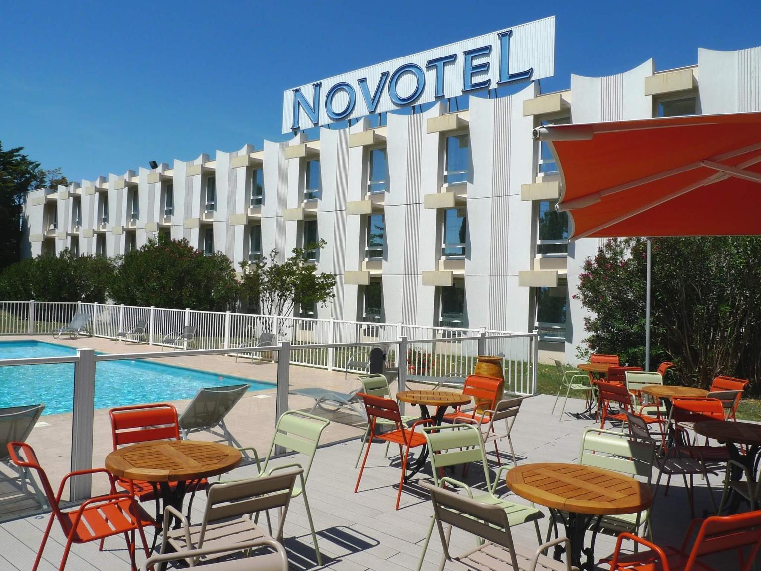 Novotel narbonne sud h tel 130 rue de l 39 hotellerie - Hotel narbonne plage avec piscine ...