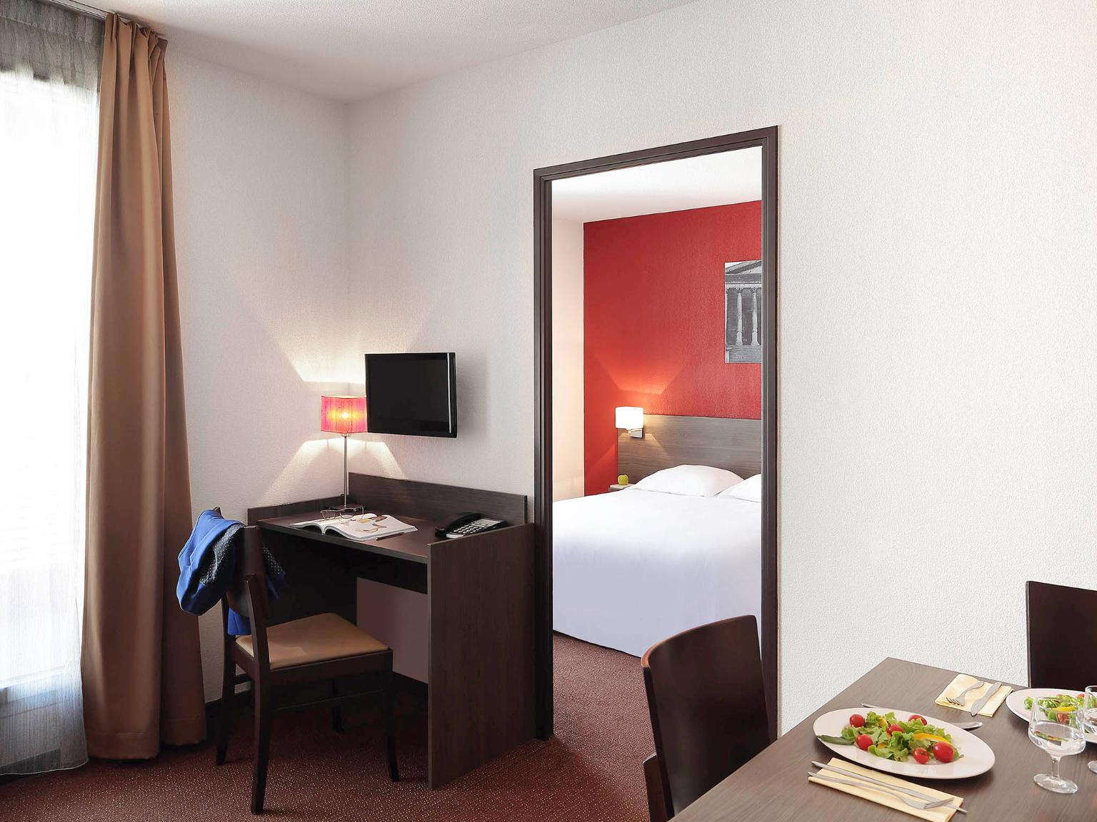 Aparthotel adagio access n mes h tel 5 allee boissy d for Chambre des commerces nimes