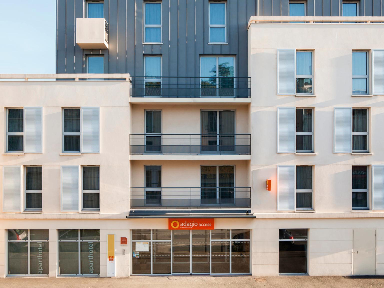 Aparthotel adagio access poitiers h tel 23 boulevard du for Horaire piscine poitiers
