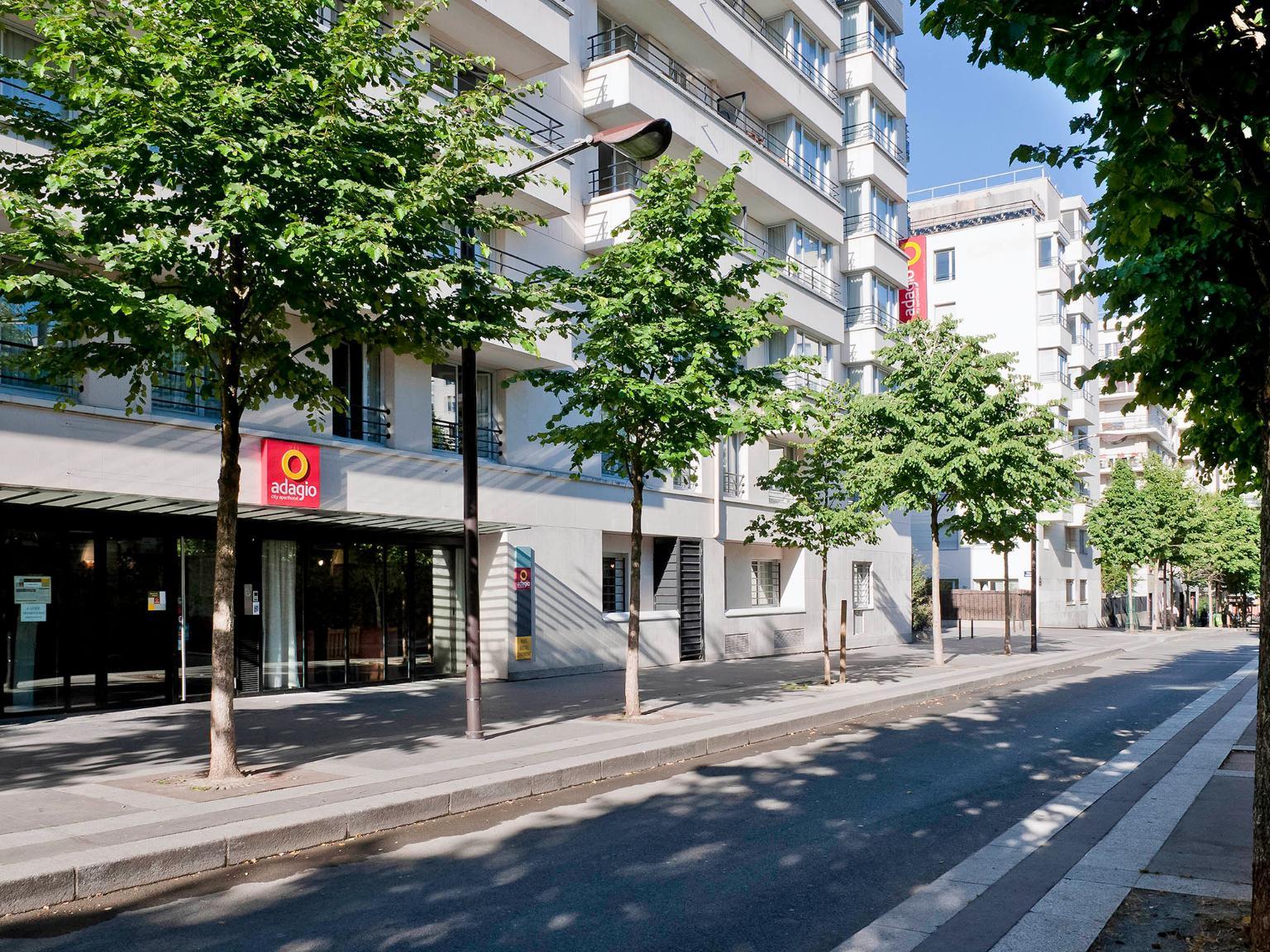 Hotel Des Buttes Chaumont Paris