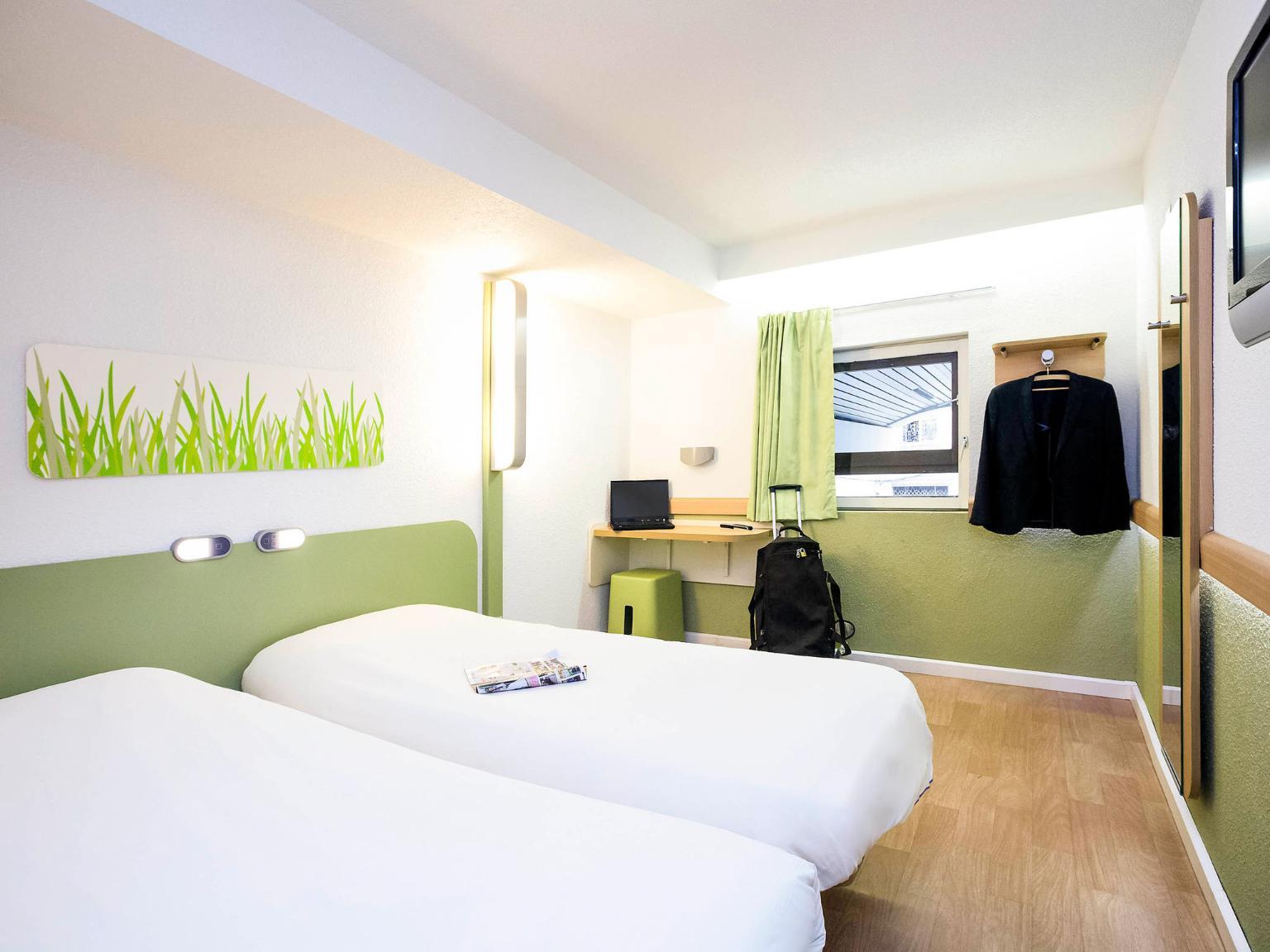 Ibis budget marseille vieux port h tel 46 rue sainte for Chambre d hotel marseille