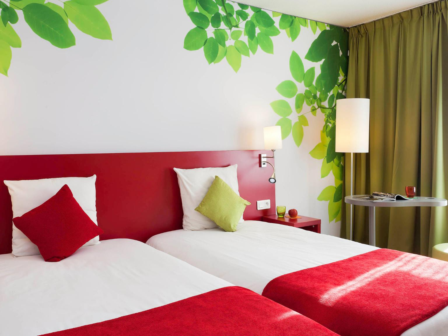 ibis styles avignon sud h tel 2968 avenue de l 39 amandier 84000 avignon adresse horaire. Black Bedroom Furniture Sets. Home Design Ideas