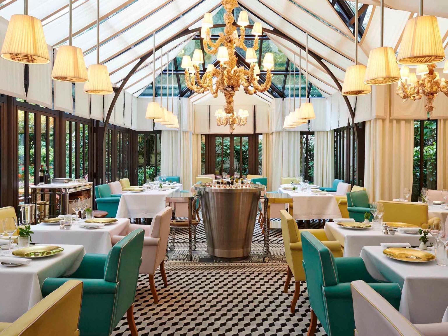 Le royal monceau raffles paris h tel 37 avenue hoche for Restaurant avec patio paris