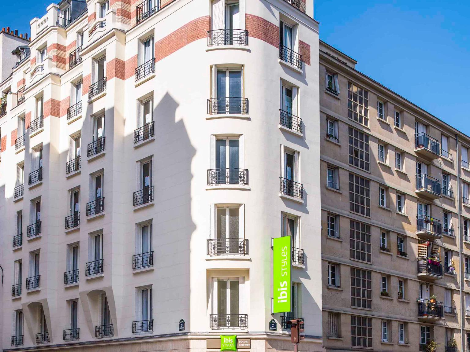 Ibis styles paris 15 lecourbe h tel 192 rue de la croix for Hotels 75015