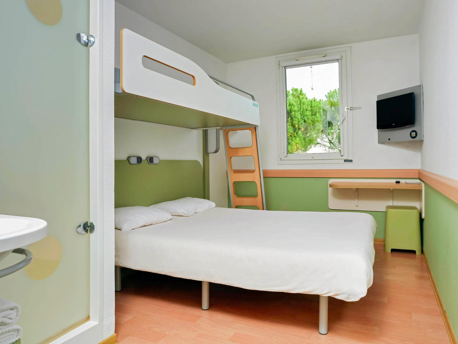 Ibis budget montpellier centre mill naire h tel 25 rue for Chambre ibis budget
