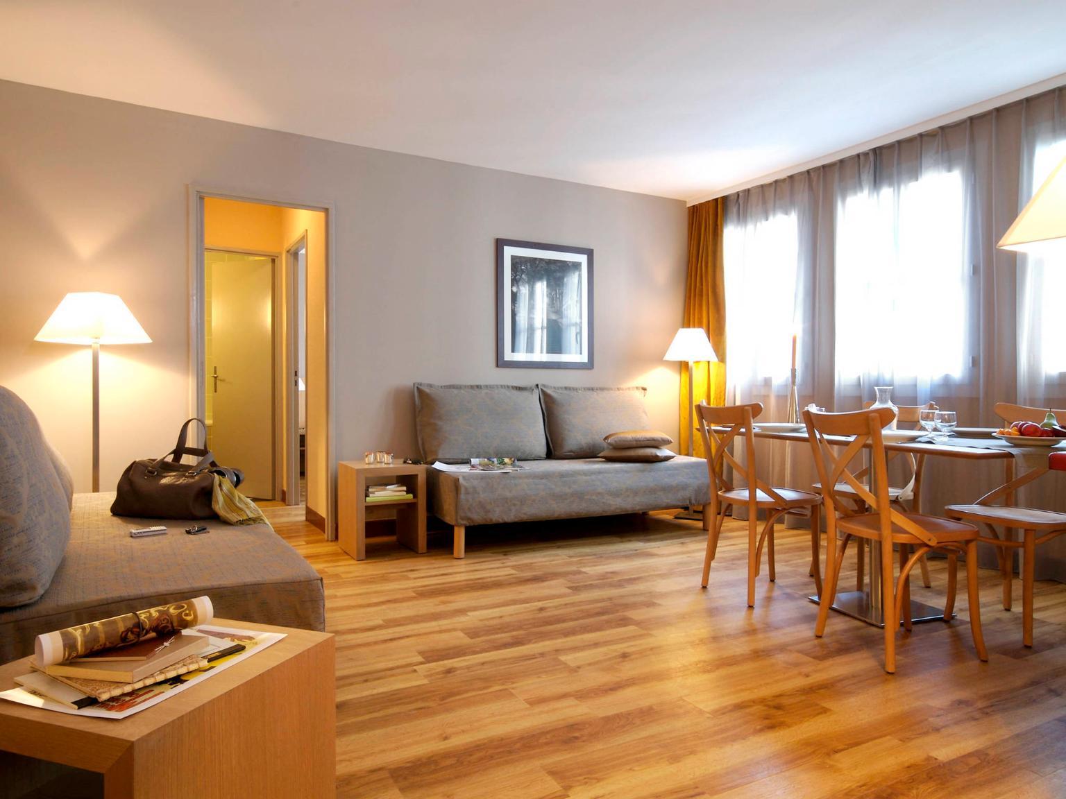 aparthotel adagio paris montmartre h tel 10 place charles dullin 75018 paris adresse horaire. Black Bedroom Furniture Sets. Home Design Ideas