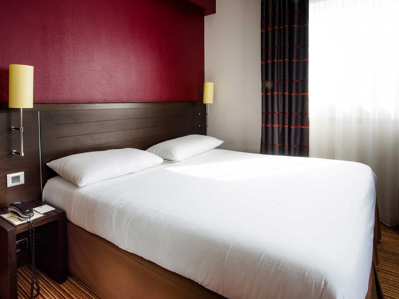 Ibis styles nantes centre place royale h tel 3 rue for Chambre de commerce nantes