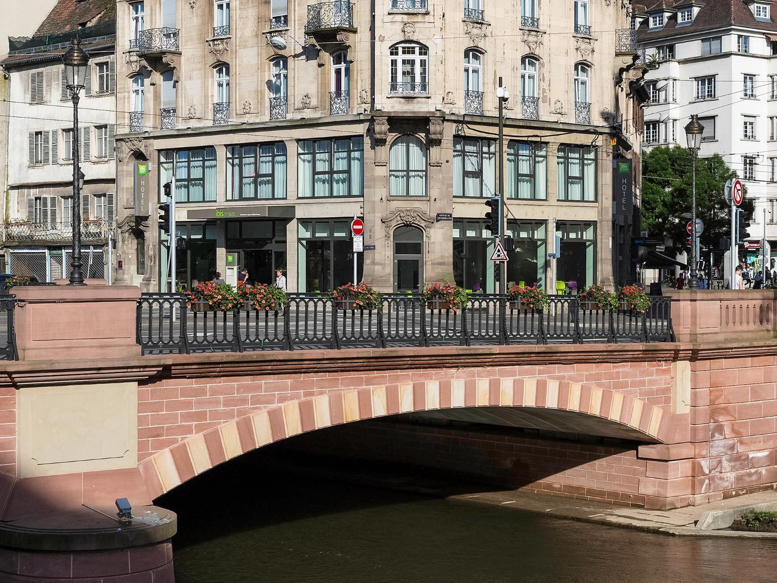 Ibis styles strasbourg centre petite france h tel 1 for Hotel design strasbourg